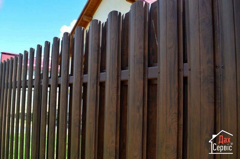 Будівництво огорожі з металевих штахет